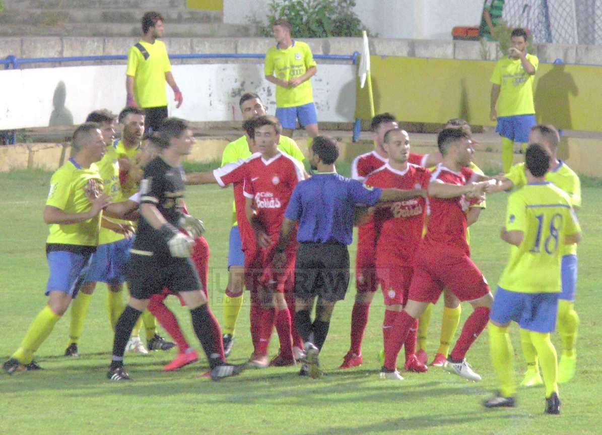 En el partido se vivieron algunos momentos entre ambos equipos.