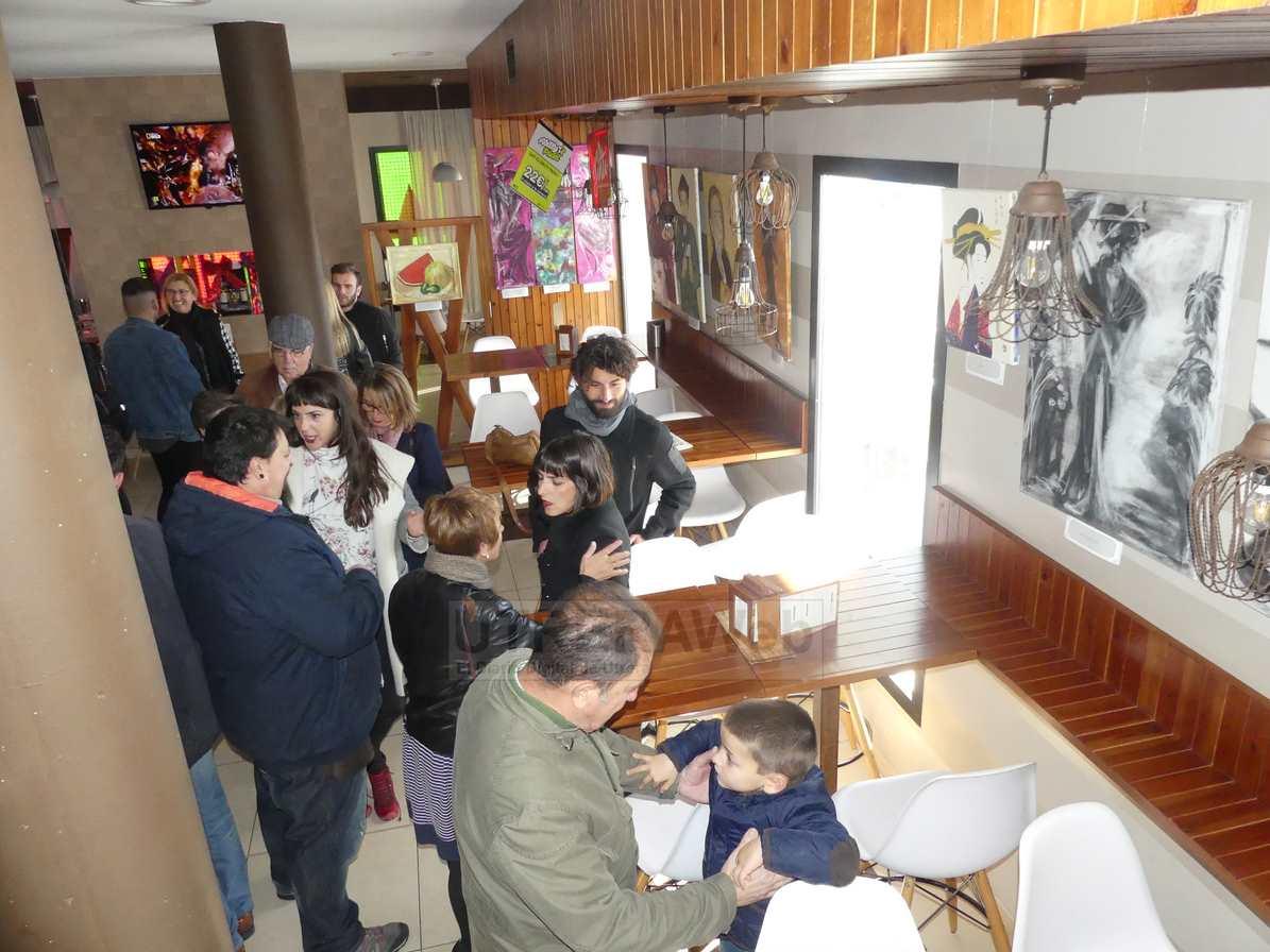 Vista de una de las salas de la exposición que se celebra en Almazara Club Utrera.