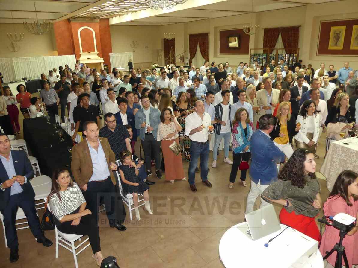 La Gala del 50 aniversario del Club Baloncesto Utrera contó con cerca de dos centenares de asistentes.