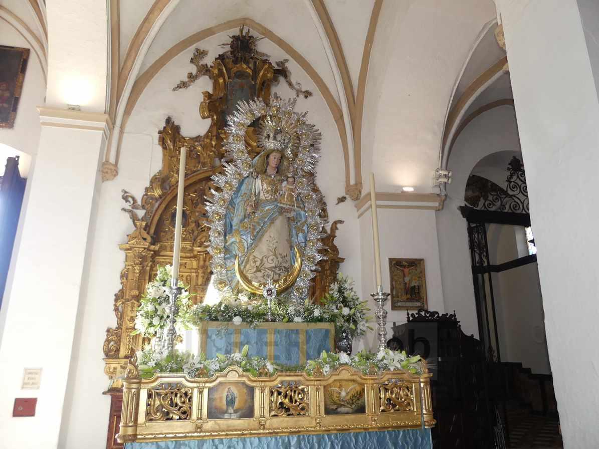 Paso de la Virgen del Dulce Nombre preparado para procesionar este domingo por las calles de Utrera.