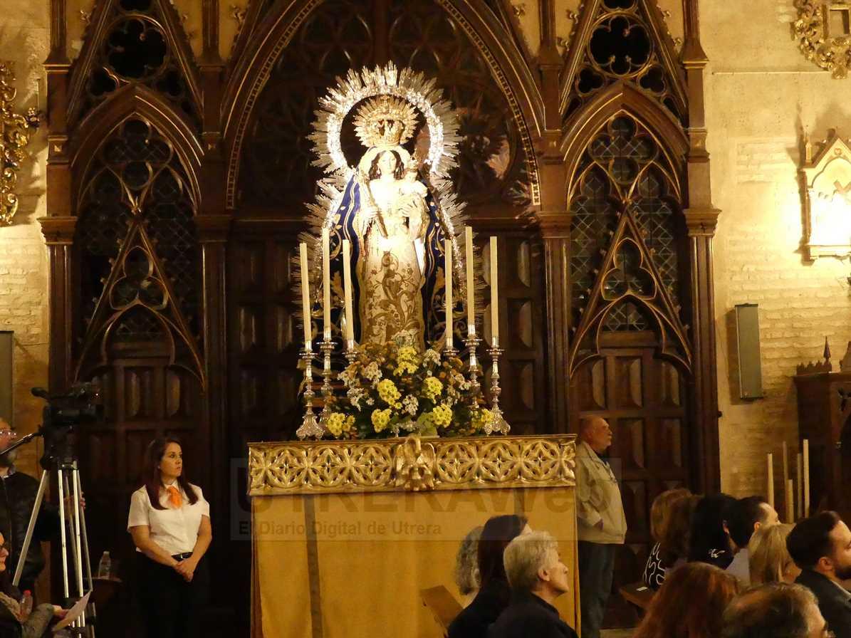 Imagen de Nuestra Señora del Socorro en el paso que procesionará este domingo por las calles de Utrera.