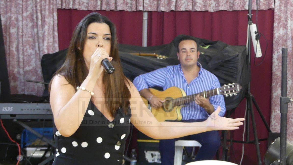 Ana Lara de Algámitas, residente en Morón, fue la segunda clasificada de este concurso de sevillanas de la Feria de Utrera.