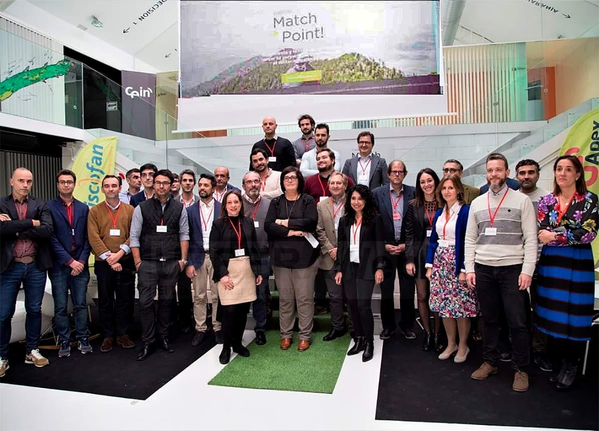 Joaquín gil junto a otros participantes en este encuentro empresarial de startup celebrado en Navarra.