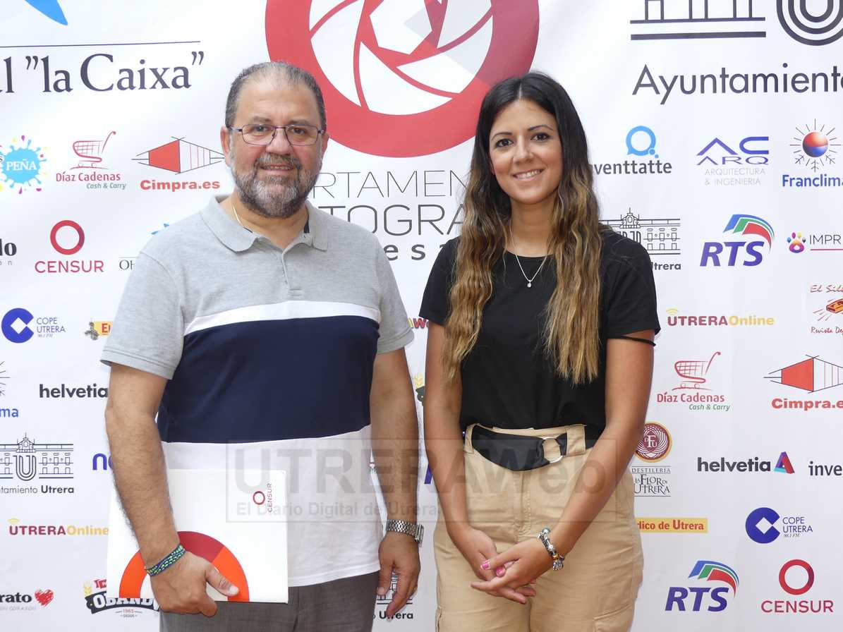 Juan Miguel rivas, directivo de Censur y uno de los organizadores del certamen, y Verónica Rivas, autora del cartel del concurso de fotográfía.
