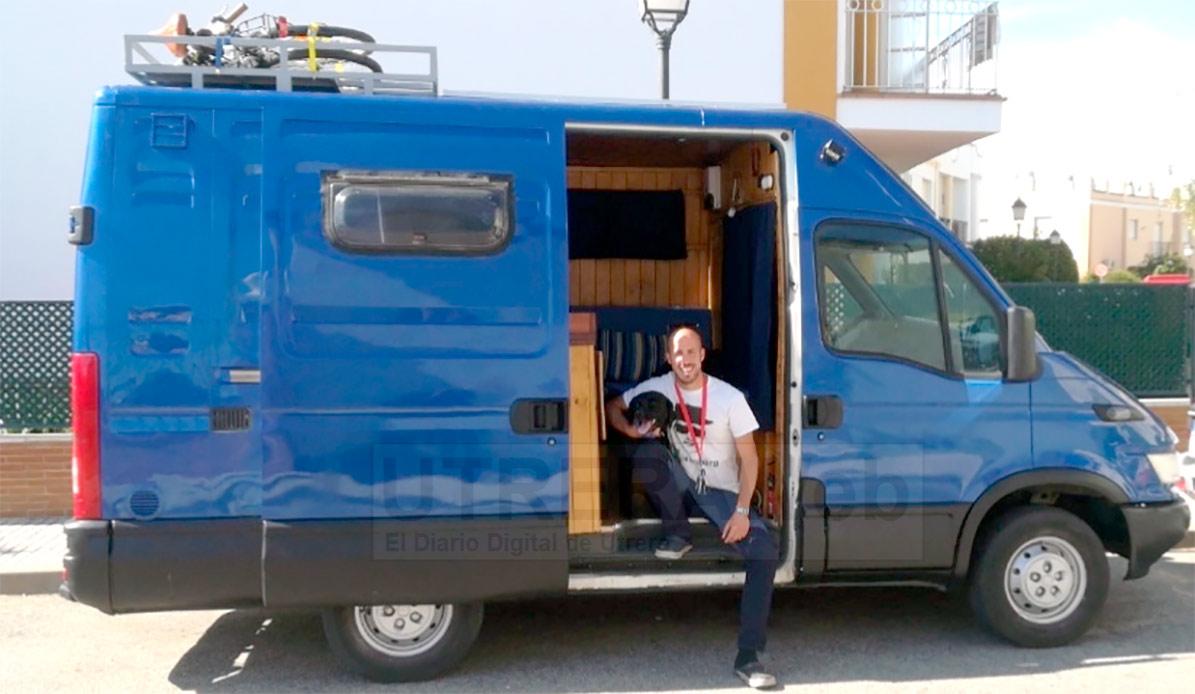 Imagen de la furgoneta adaptada con la que partió desde Utrera José Luis Sánchez.
