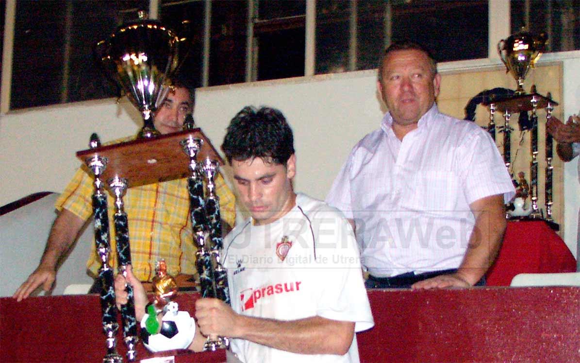 Francisco Rivas Fernández 'Máxi' en el pal del Estadio Municipal San Juan Bosco de Utrera. (Foto: Paco Garrido).