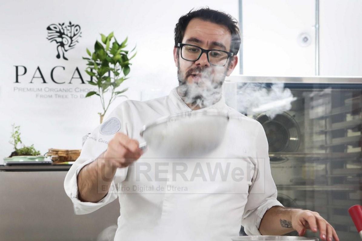 El chef pastelero de Utrera está ofreciendo en estos días de la pandemia del coronavirus varios cursos de pastelería online.
