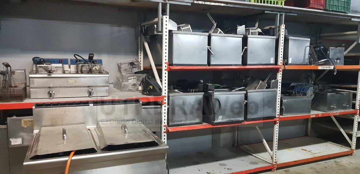 El material de la hostelería itinerante se amontona en los almacenes tras muchas semanas sin poder usarse.