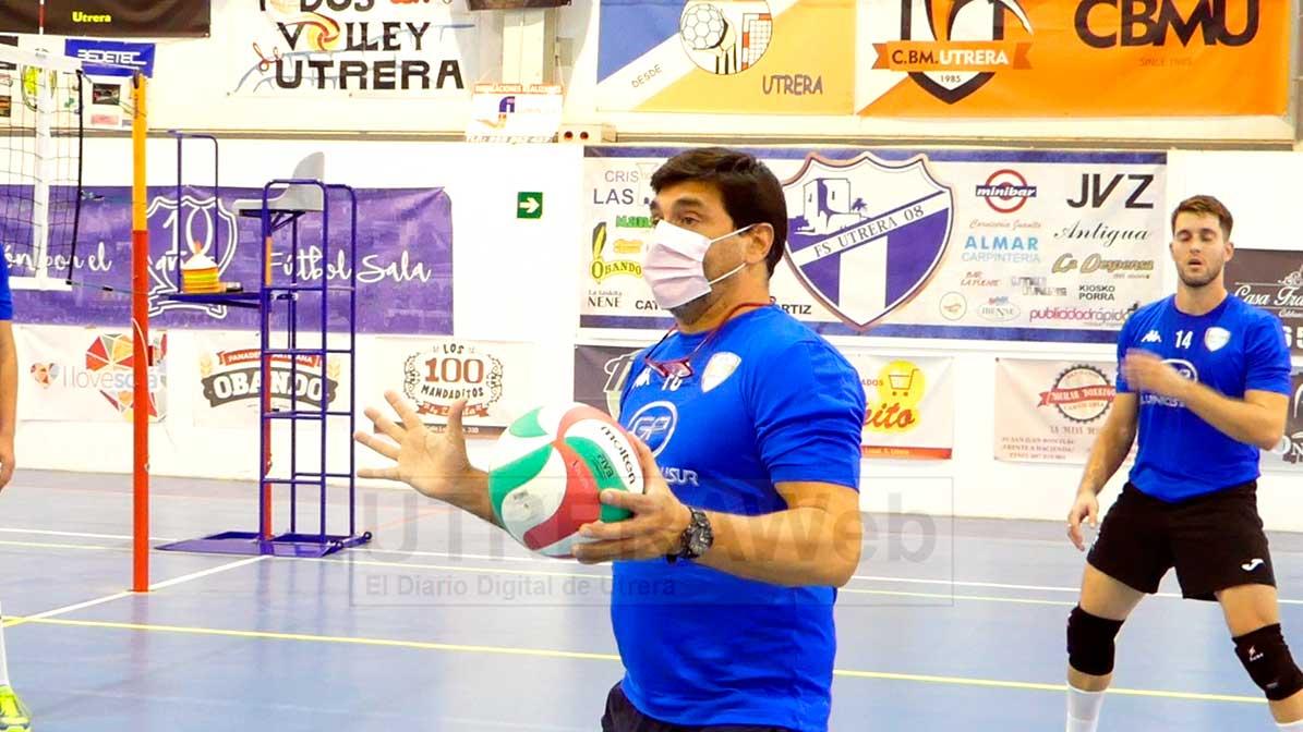 Flavio Calafel, entrenador del Club Voleibol Utrera.