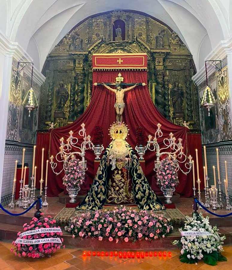 La Hermandad de la Trinidad de Utrera expuso en su capilla a sus titulares.