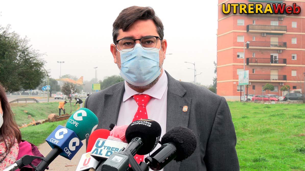El alcalde de utrera, José María Villalobos, durante la rueda de prensa en la que habló sobre la pandemia del coronavirus.